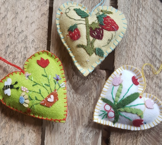 cheaper 1b6c1 cb3a0 Felt hearts with fruit and flowers Easter tree decorations by Gisela Graham
