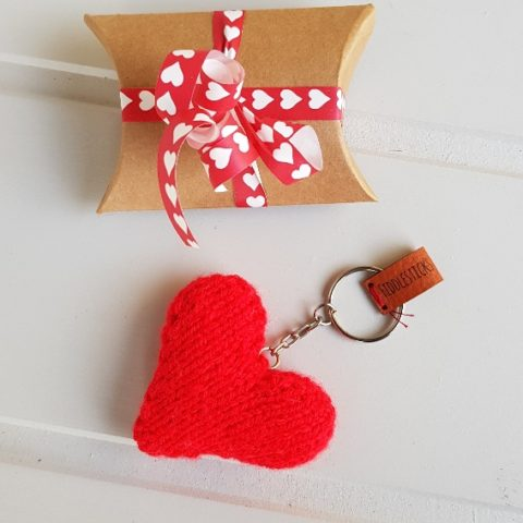 red knitted heart key ring