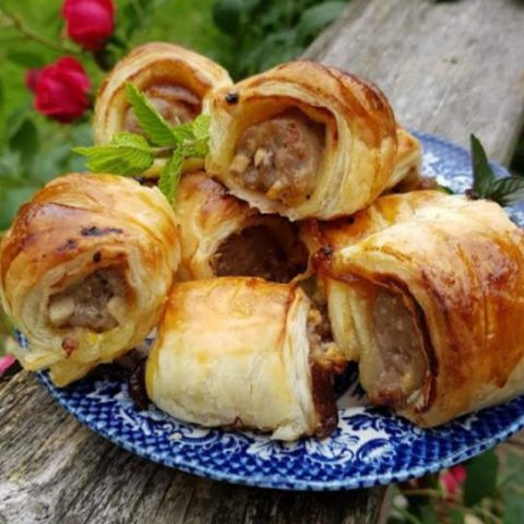 easy caramelised onion sausage rolls