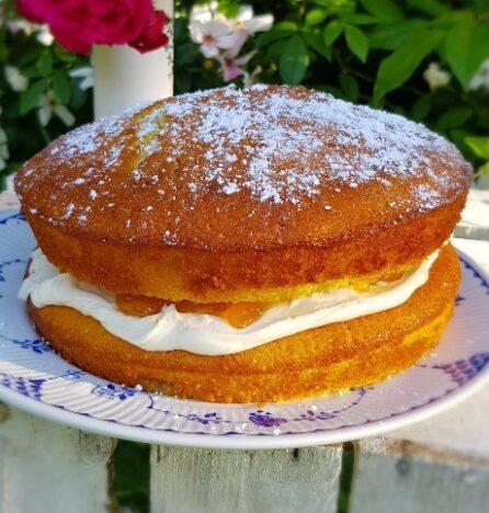 Almond and apricot victoria sponge