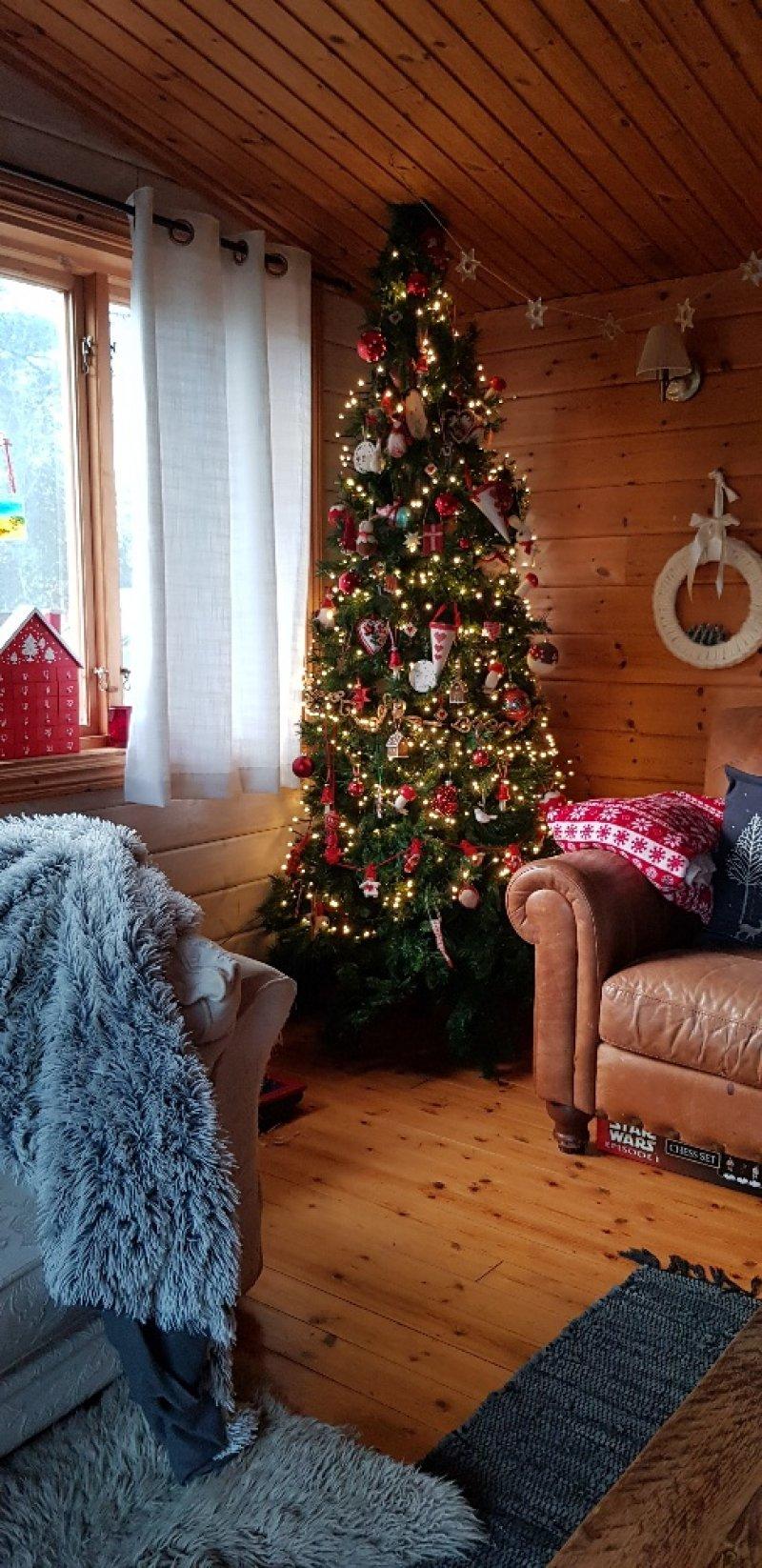 hygge log cabin christmas tree