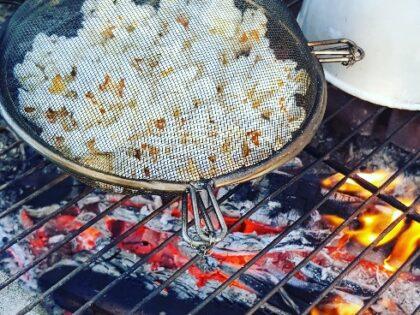 How to make a campfire popcorn popper